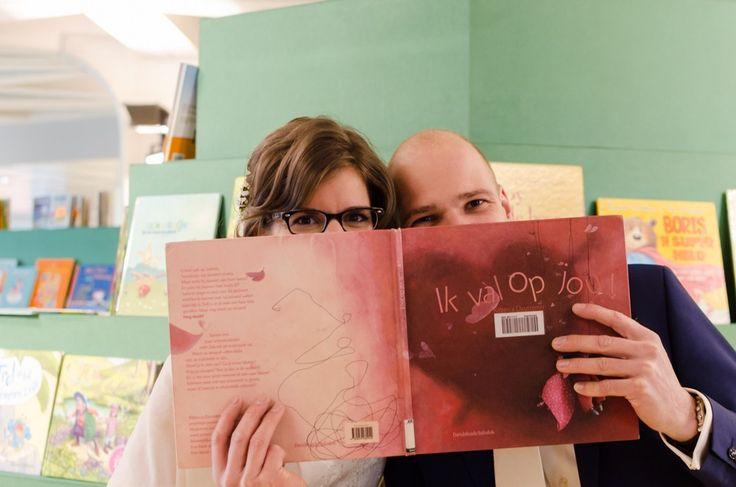Bruiloft Veenendaal Fotografie Trouwen Cultuurfabriek // bibliotheek foto shoot // Wedding photography library