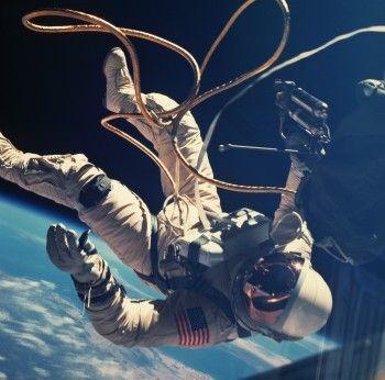 Космонавтов оденут в облегающие костюмы