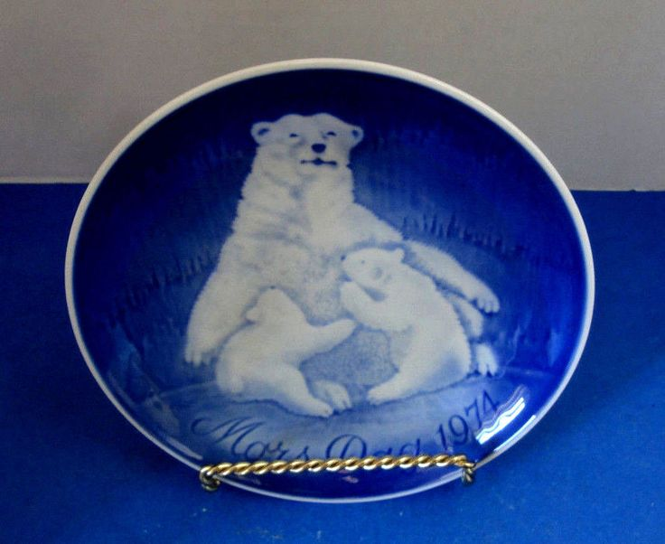 Blue & White Plate Polar Bears, Vintage 1974 Mother's Day Collector Plate