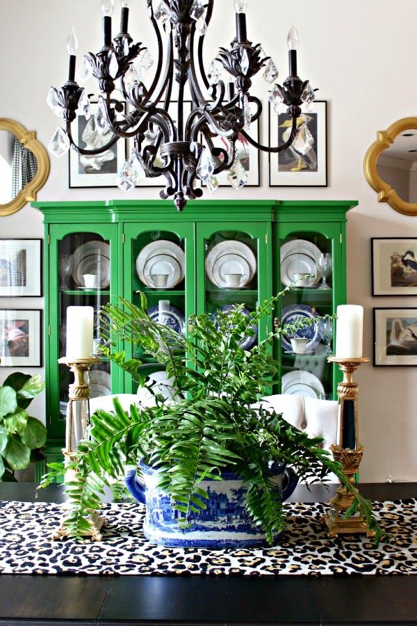 Everyday dining room table decor green cabinets colors for Everyday dining room centerpieces