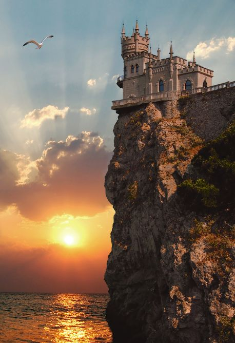 The jewel of Crimea, Swallow's Nest Castle, near Yalta in Ukraine. What a great capture! Amazing :) This kind of art get's me pumped!