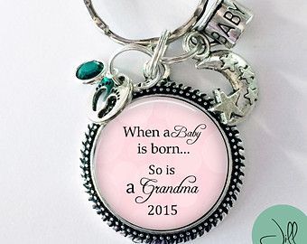 "New Grandma Keychain - 25 mm - ""When a baby is born so is a grandma"" - gift for Grandma to be - pregnancy reveal- New Grandma gift"