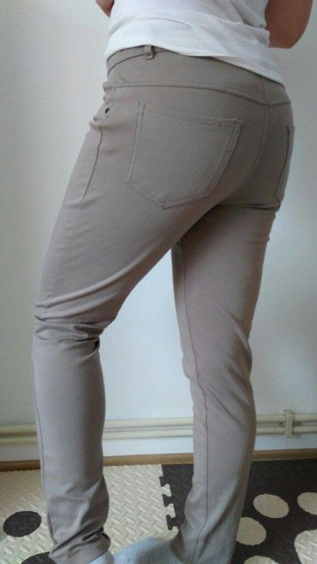 Elastické bezove kalhoty