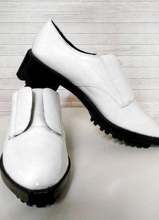Compra mi artículo en #vinted http://www.vinted.es/zapatos-de-mujer/zapatos-planos/574145-zapato-blucher-charol-blanco-zara-suela-track