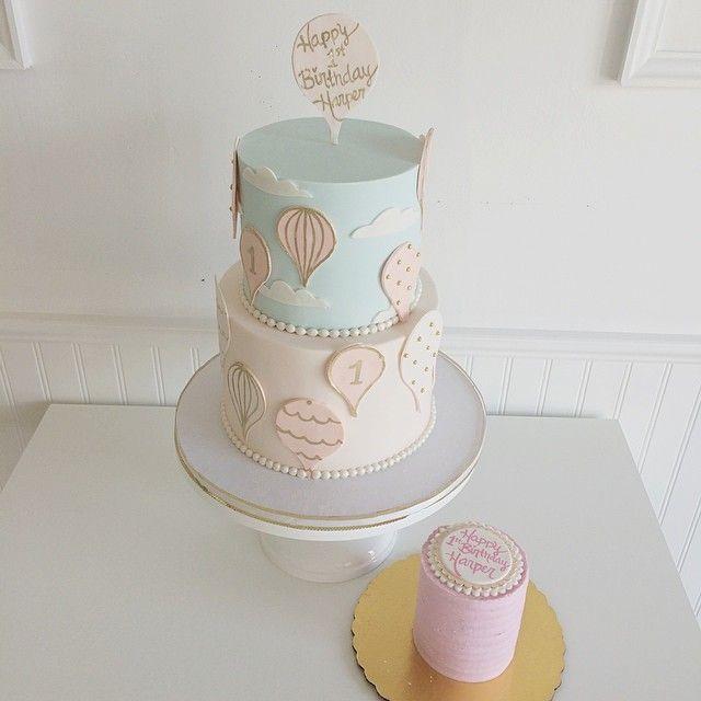 cute hot air balloon first birthday cake and smash cake