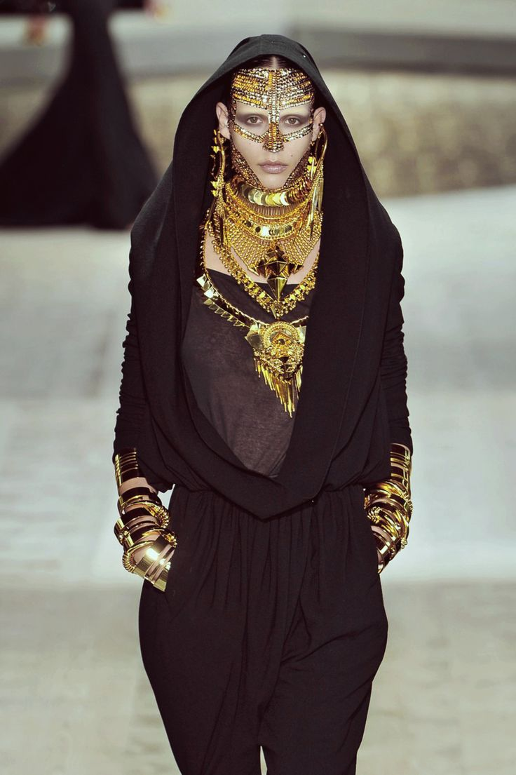 #jewelry #mystic: Fall 2009, Runway Fashion, Givenchy Couture, Abaya, Hoods Swag, Jewelry Mystic, Givenchy Fall, Couture Fall, Haute Couture