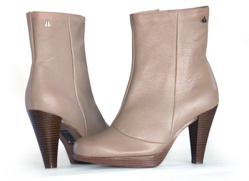 Beautiful genuine leather boots. Style no: 9483
