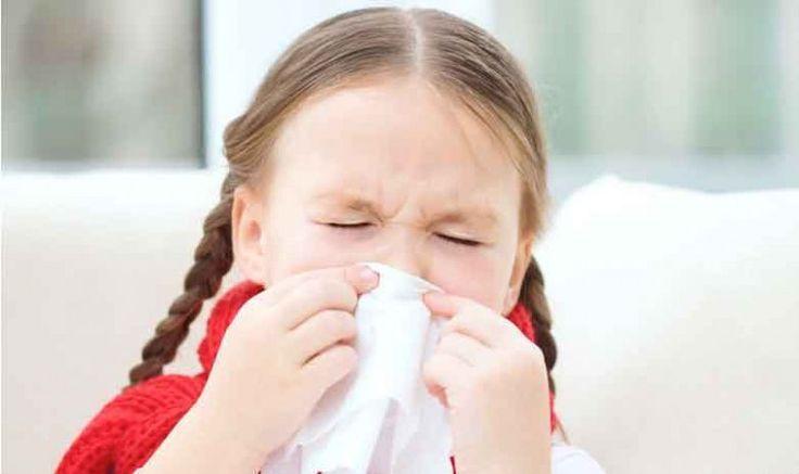 Por que meu filho fica resfriado a toda hora? O resfriado é uma infecção das vias respiratórias superiores, causada por vários tipos de vírus. Seu filho está aperfeiçoando seu sistema imunológico, mas só consegue ficar imune a um dos mais de 200 vírus que causam o resfriado por vez.  O modo de contágio mais comum é através ...