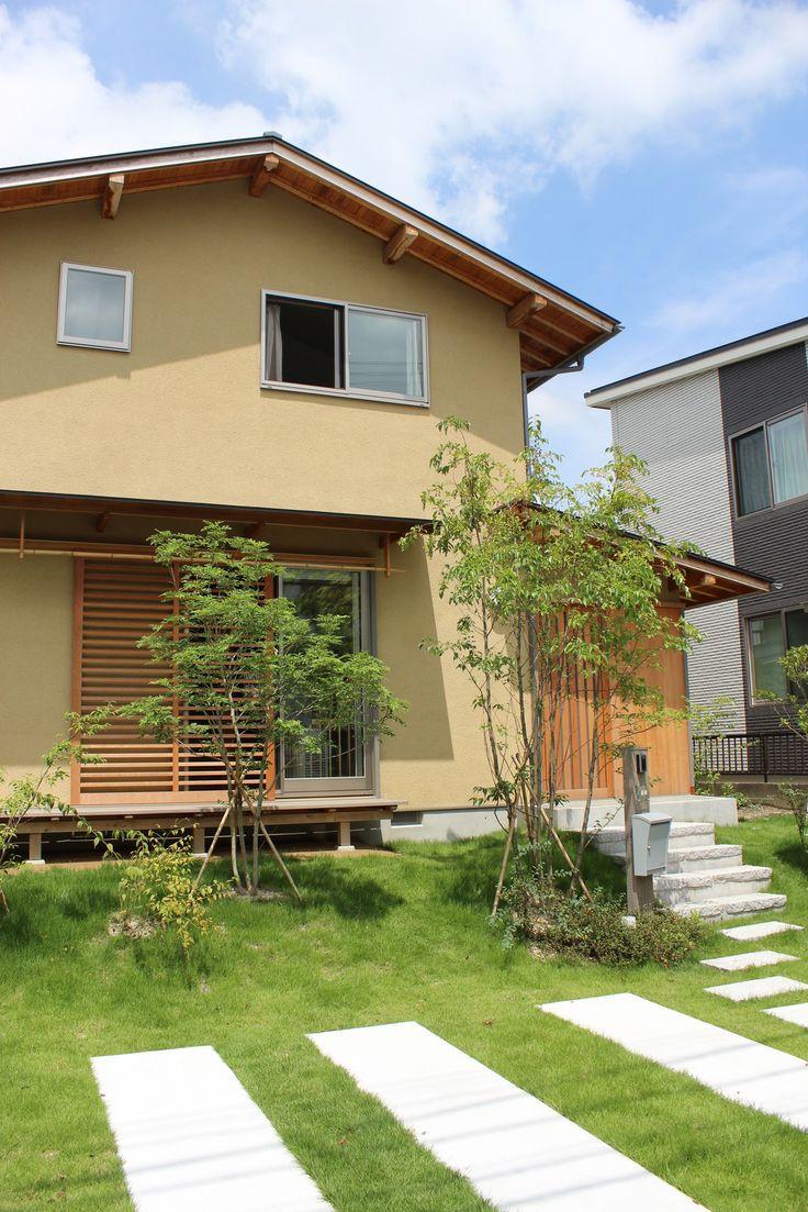外観好き。 1Fの屋根ラインが揃ってるときれい。 外壁‐リシン掻き落とし仕上げ
