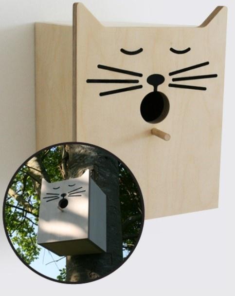 Bird Box Sylvester  Met dit vogelhuisje met poezenkop aan je boom of muur worden je katten en vogels de grootste vrienden. U zult u verbazen hoe graag de vogels met een kwetterend gelach in en uit vliegen.  Size: 15 x 17.7 x 14cm