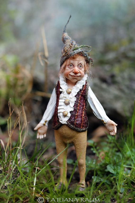 The cute guy you see here is from the folk of gnoms. His name is  Fitz  and he measures 5,9 inch including his hat. (15 cm). His body is fully sculpted