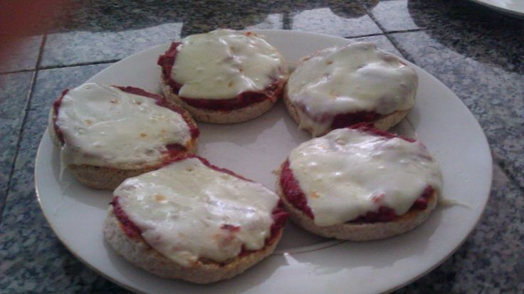 """A healthy alternative to Ragu's """"pizza quick"""" sauce. (-:  Trying it now, and it's pretty good!"""