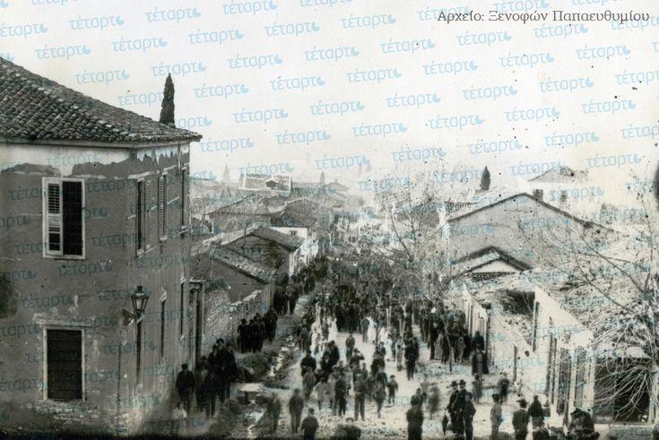 Άνω πόλη, η παλιά Πάτρα. Η οδός Λόντου στα τέλη του 19ου αιώνα, από το ύψος του ναού του Παντοκράτορα. Στα κτίρια διακρίνεται μία ποικιλόμορφη λαϊκή μορφολογία όπου κυριαρχούν ντόπια παραδοσιακά στοιχεία, ανάμικτα με κάποιες επιρροές από τον νεοκλασικισμό που κυριαρχεί στα αστικά κτίρια της κάτω πόλης.