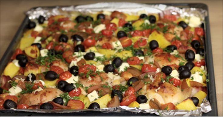 Vă prezentăm rețeta unui fel de mâncare cald deosebit de aspectuos, colorat și delicios. Dacă doriți să diversificați meniul de fiecare zi, acest deliciu cu siguranță merită toată atenția. Se prepară foarte simplu, din cele mai accesibile ingrediente, fiind perfect și pentru novicii în arta culinară. Obțineți un deliciu colorat și aromat, ce poate fi servit și la masa de sărbătoare. INGREDIENTE -1.7 kg pulpe de pui -1.5 kg de cartofi -500 g de roșii -100 g de ceapă -200 g de bacon -1 cutie…