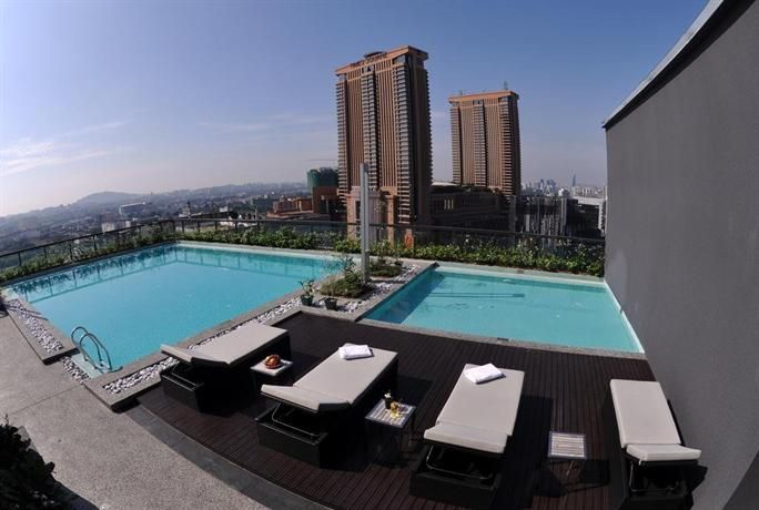 OopsnewsHotels - Bintang Fairlane Residences. Situated in Kuala Lumpur, Bintang Fairlane Residences provides cosy 4-star accommodation, as well as a rooftop pool, a sauna and free Wi-Fi. It is surrounded by a variety of popular eateries and is moments on foot from Bukit Bintang Monorail Station.   Fairlane Residences features a 24-hour reception, as well as a kids pool and a coffee bar. For added convenience, it offers a concierge