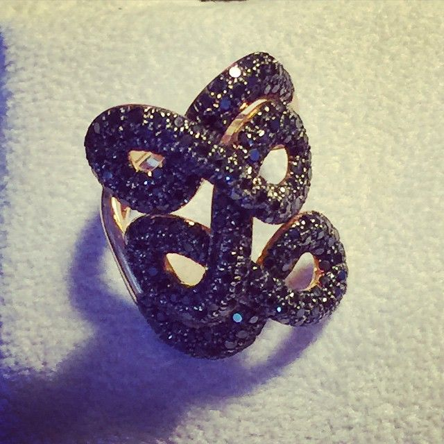 """""""Passementerie"""" ring. Black diamonds set in 18kt pink Gold by Kathaline Page-Guth. Worn, feels like a black diamond tattoo !!!#florencejewels #florenceshopping"""