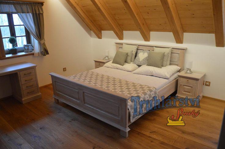 Manželská postel, dubové dřevo, nastřik vytíraná bílá a transparentní supermatný lak.