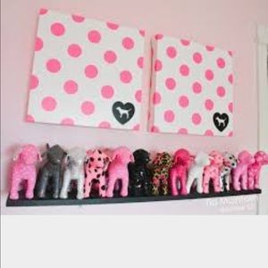 I Should Put My Victoriau0027s Secret Dogs On A Display Like This!