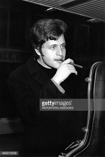 Portrait de Joe Dassin circa 1970.