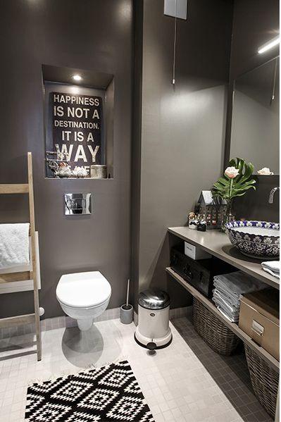 White tile floors, gray walls, the cedar wall, white vanity, white shower curtain, Aztec rug