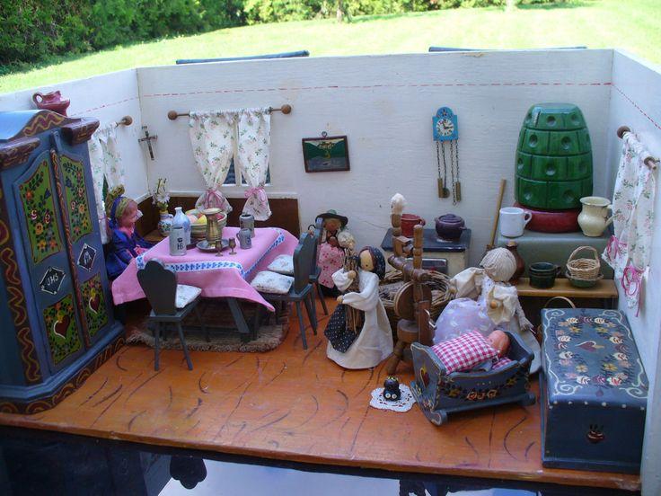 Wunderschöne Bauernstube mit reichlich Zubehör, Truhe, Kasten, Wiege,... in Antiquitäten & Kunst, Antikspielzeug, Puppen & Zubehör | eBay