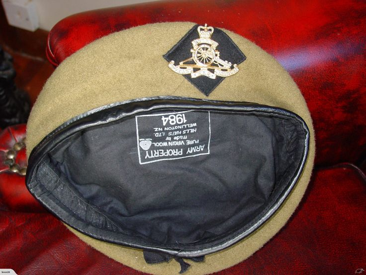 NZ ARMY BERET AND BADGE