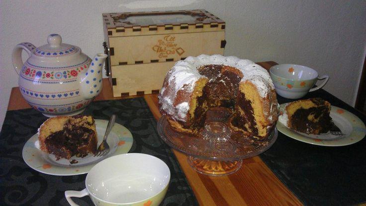 Einfacher, schnell zubereiteter Marmorkuchen. Aber denkt dran, Jedes Pfund geht durch den Mund ;) In diesem Sinne: Keinen Kuchen mehr für mich! Ich hatte s