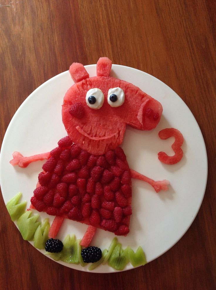 Peppa pig birthday fruit cake