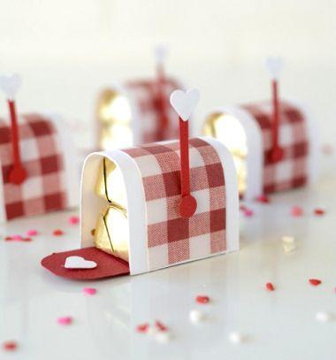 Mini chocholate Valentines mailboxes - romantic gift idea // Mini csokival töltött postaládák - Valentin napi ajándék // Mindy - craft tutorial collection