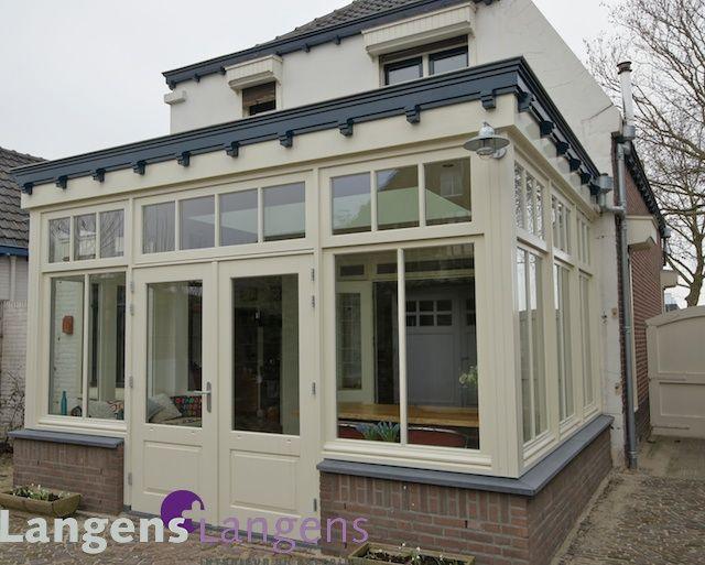 Een stijlvolle jaren 30 serre, oud en nieuw gaan hier samen alsof het er altijd al gestaan heeft. / www.langens-langens.nl