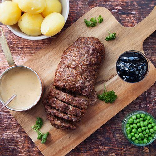 Klassisk husmanskost för hela familjen! Köttfärslimpa mättar bra och passar perfekt i matlådan. Tips! Tina färsen och ärtorna under natten om du köpt fryst. (MatHems familjekasse v48 2017)
