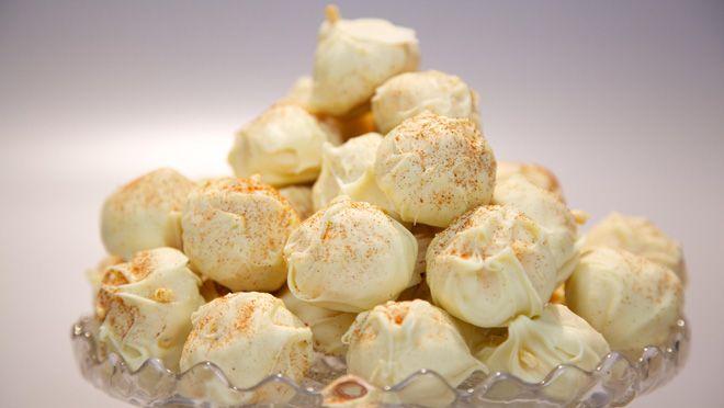 Rudolph's Bakery |  tomatensap erop. Meng met de boter en roer tot een gladde ganache. Pluk en hak de blaadjes van de bleekselderij fijn. En meng met de ganache. Laat de...