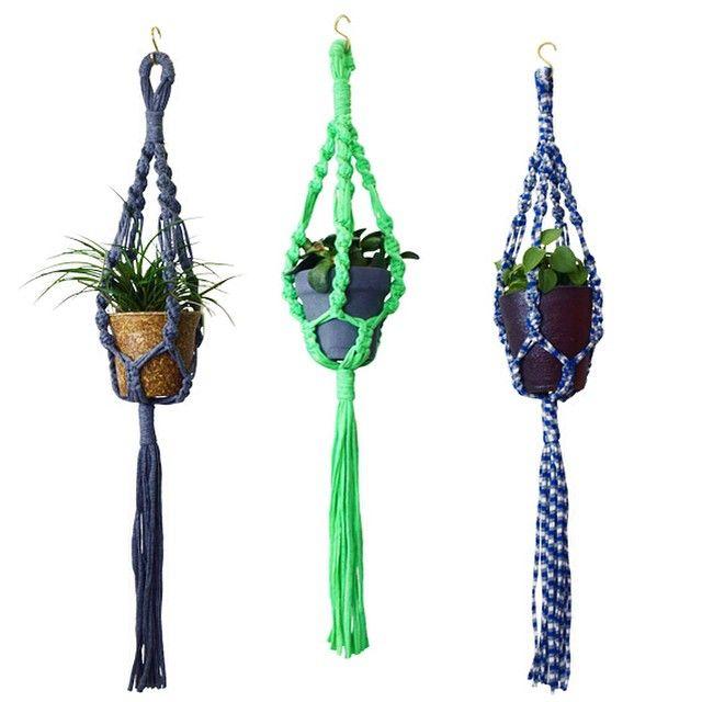 """@giiton's photo: """"MACRAME HANGER*  カット済みの糸とレシピが入ったマクラメハンガーキットが好評発売中です。作り方を覚えたらお手持ちの紐やリボン、裂き布を使ってオリジナルのプラントハンガーを手作りしてみてください! 植物好きな人へのプレゼントとしても◎"""""""