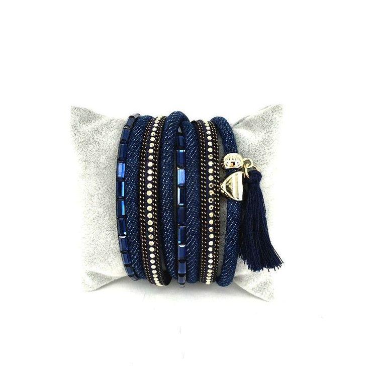 #braceletcadeaufemme #braceletcadeaunoel Un bracelet multitours tendance qui sublimera toutes vos tenues. Ce bracelet multi-tours bordés de cuir orné strass et cristaux donne l'impression de porter plusieurs bracelets différents. Le bracelet incontournable de la saison! Souple et léger, il s'enroule délicatement autour de votre poignet    Emballage cadeau offert!