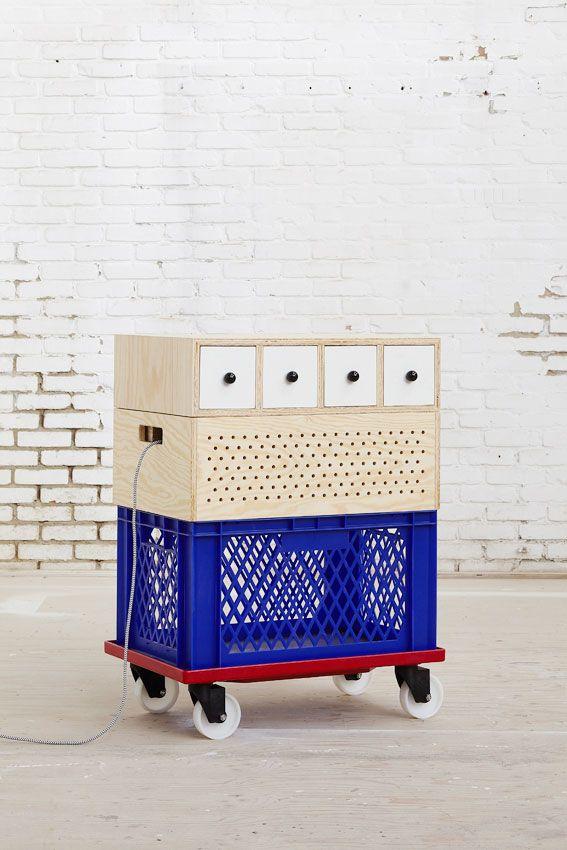 mobiliário móvel a ser levado pras feiras que traz, de alguam forma, a identidade da galeria