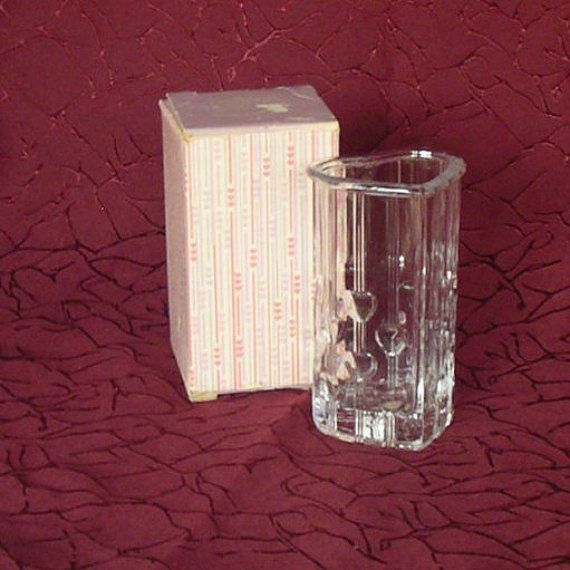 Avon 'Fostoria Crystal Heart Vase' held 5 pink heart-shaped soaps ~ 1985 only
