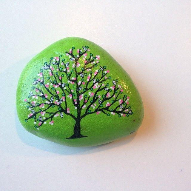 Ser frem til foråret  #malesten #maledesten #afslapning #hygge #søndag #fordybelse #fritid #sten #stone #stoneart #paintedstones #loveit