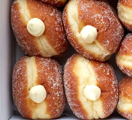 A thick and creamy vanilla custard, perfect for piping into plump doughnuts or featherlight eclairs