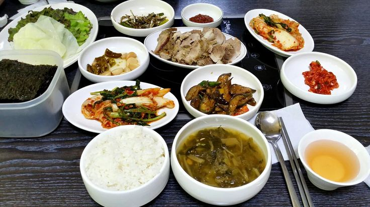 Photo: 점심밥상, A set menu of Korean lunch Yummy lunch is ready! Korean style of lunch table is just like this. What do you see in this photo?  Main Rice Soy bean soup  Side dish Ssam, veggies Kimchi Stir-fried anchovy Seaweed Boiled pork seasoned egg plant .... what else?  Let's enjoy delicious lunch together. Are you ready? Grab your spoon and do big scoop.  #lunch #Koreanfood