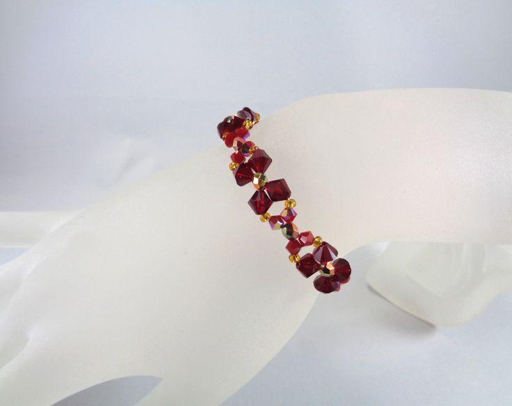Bracelet en perles de cristal Swarovski couleur rouge et rouge foncé : Bracelet par boutique-astrallia