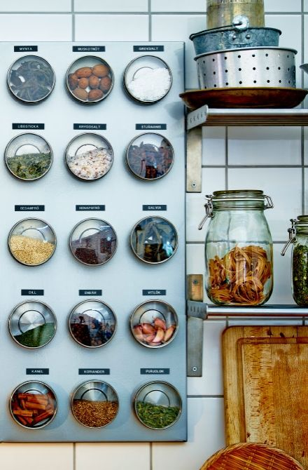 Kitchen spices like chili, paprika, curry and saffron are just a few examples of spices with beautiful color. Turn them into decoration by using magnetic GRUNDTAL containers with clear lids. Arrange them on an IKEA magnetic board and add some labels for easy access and overview.