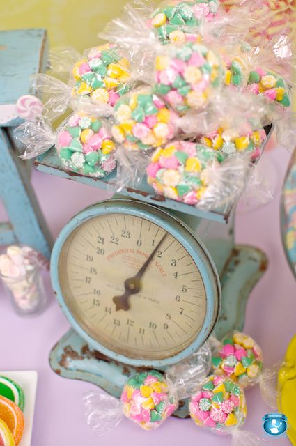 Oodles of wonderfully pretty pastel hued Candy on a lovely vintage scale. So cute!