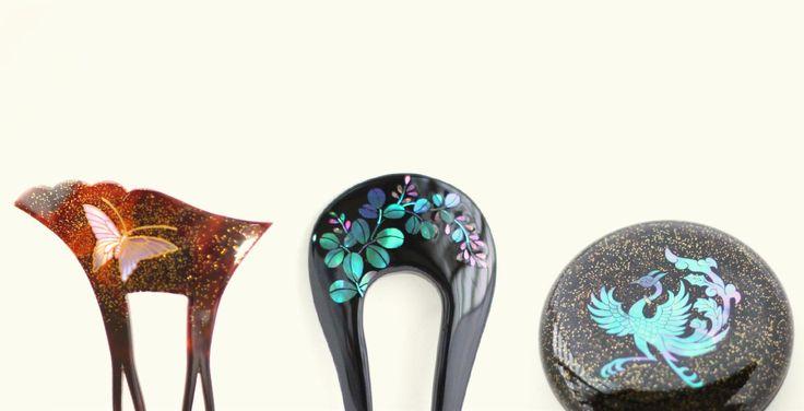 螺鈿を施した髪飾り。貝殻の真珠層を埋め込んだもので、光に反射してきらきらと美しい。漆器にもよく用いられる装飾。