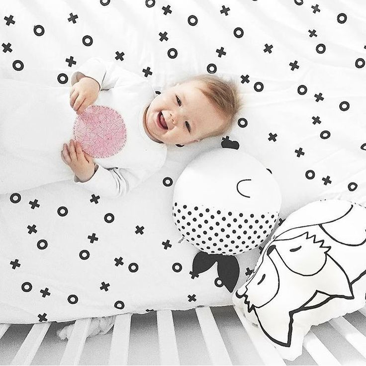 When bedtime turns into giggle time.  image via @lovelucyj x #homelycreatures #homely_blackandwhitecushions