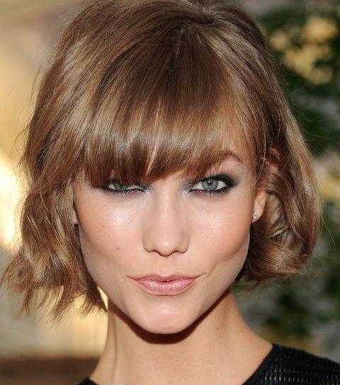 Taglio di capelli corto con frangia