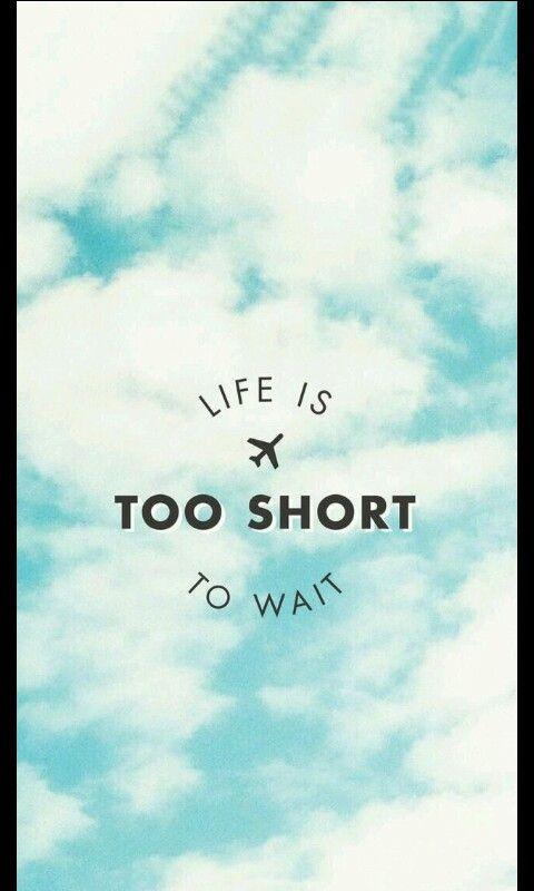 Tlumaczenie :  Życie jest za krótkie by czekać