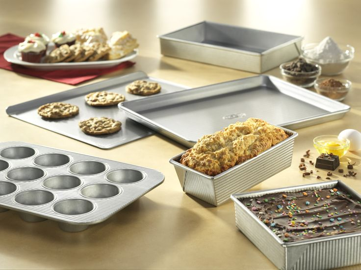 Developed by the world's largest manufacturer of industrial bakeware, USA Pans has been providing leading commercial bakeries with the highest quality baking pans for over 50 years.