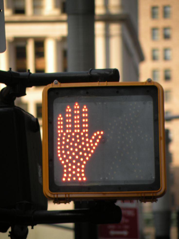 Pedestrian_LED_Traffic_Light_NYC.jpg (2736×3648)