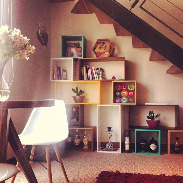 Mesa Tre en madera de Teca y Roble - Flor morado. Biblioteca Free - Tetris en maderas variadas.