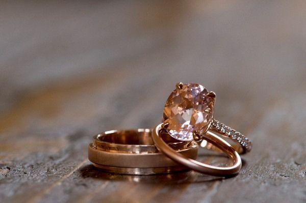 Bague de fiançailles 2017  Idée de l'anneau de fiançailles en or rose  anneau de diamant ovale-taillé avec étagère de diamant